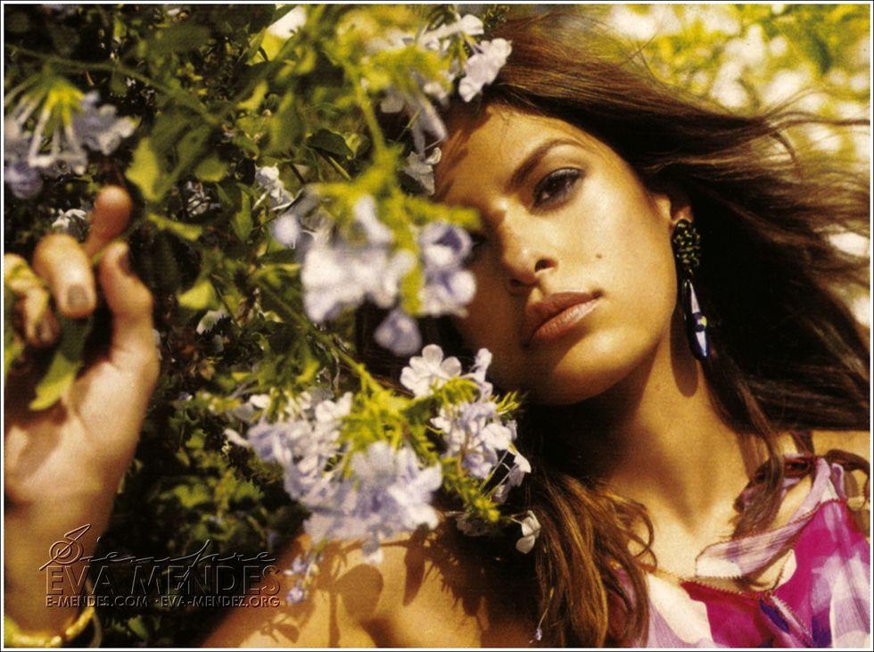 eva-mendes-latina-magazine-decmberjanuary-2009-01