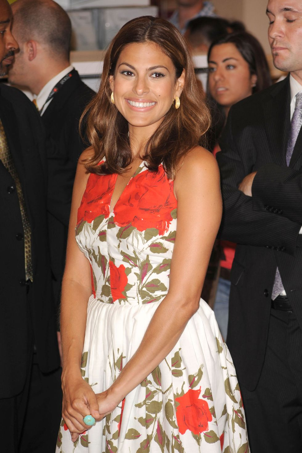 eva-mendes-launches-vida-by-eva-mendes-at-macys-herald-square-01