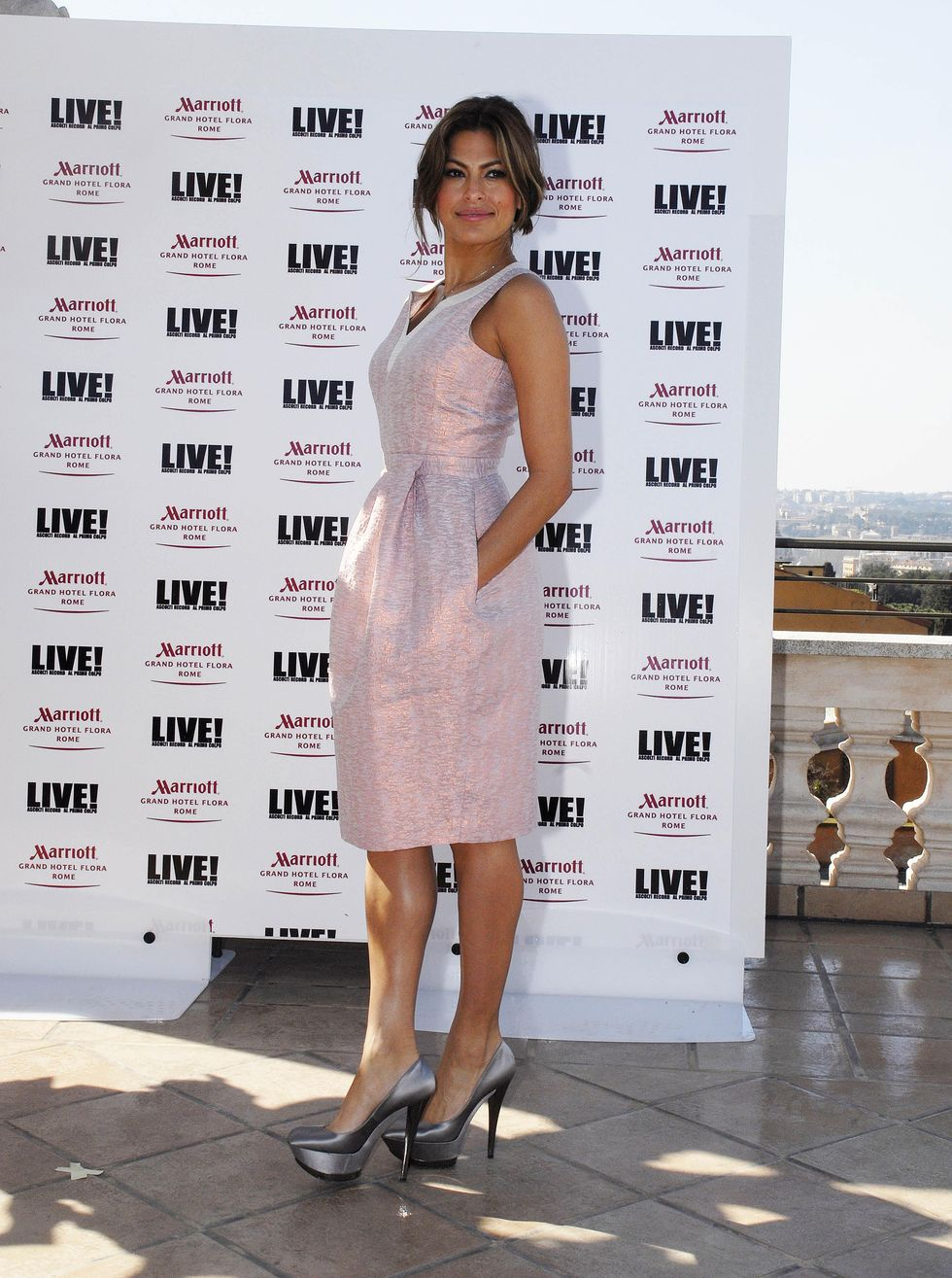 eva-mendes-live-photocall-in-roma-01