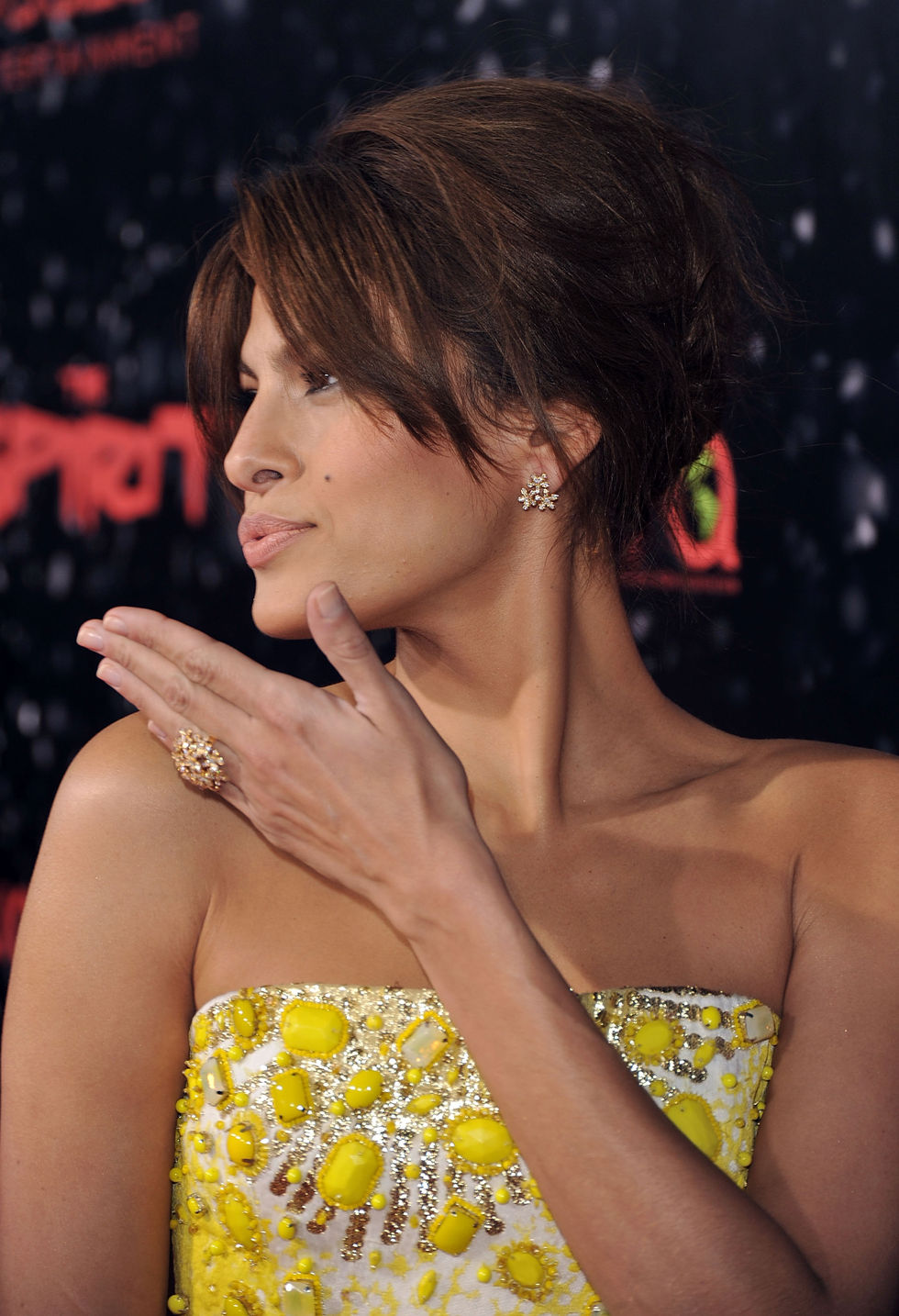 eva-mendes-the-spirit-premiere-in-los-angeles-01
