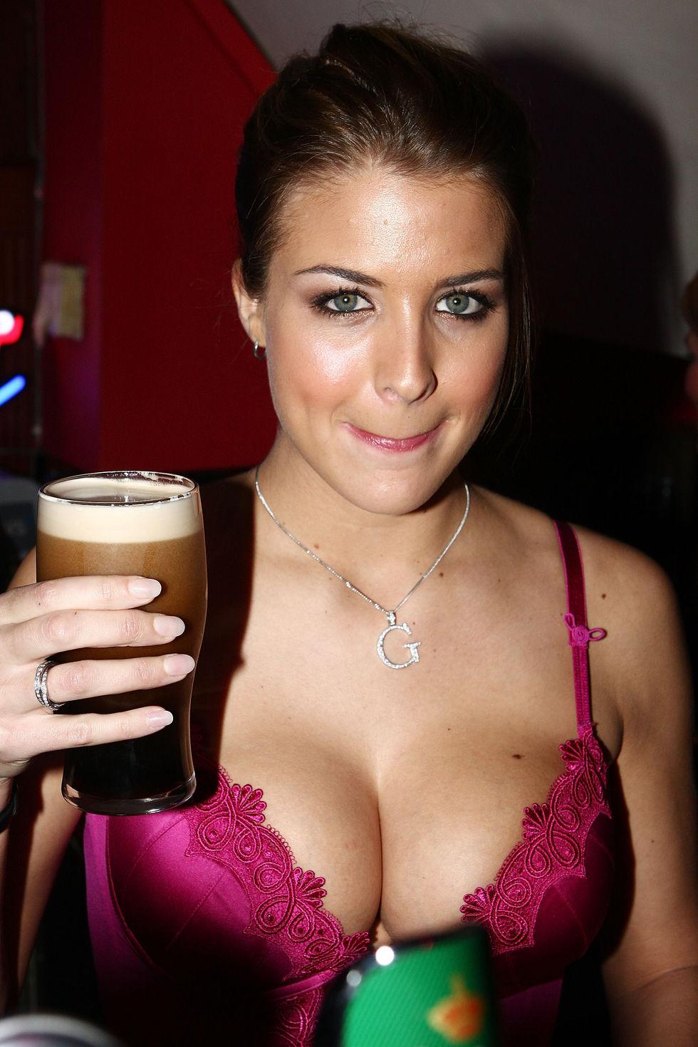 gemma-atkinson-big-cleavage-candids-in-citi-bar-in-dublin-01