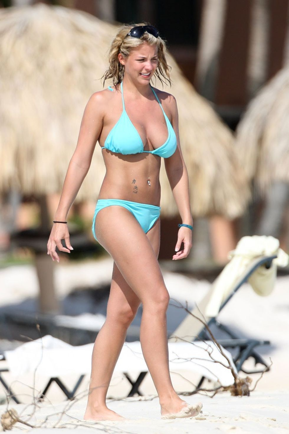 gemma-atkinson-bikini-candids-at-the-beach-in-caribbean-01