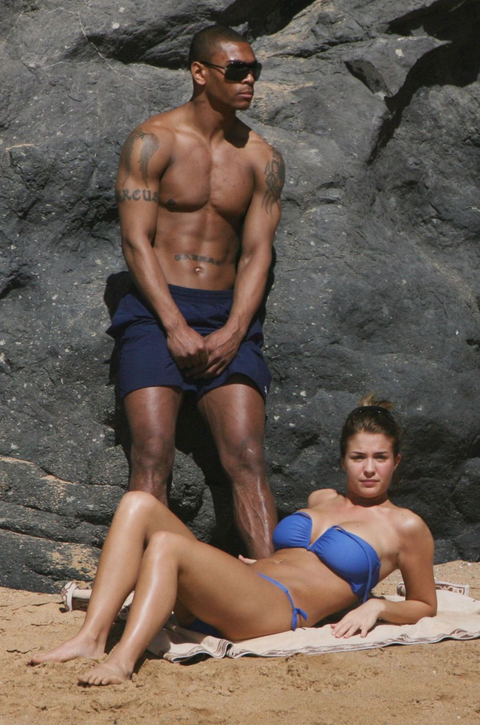 gemma-atkinson-blue-bikini-candids-on-the-beach-01