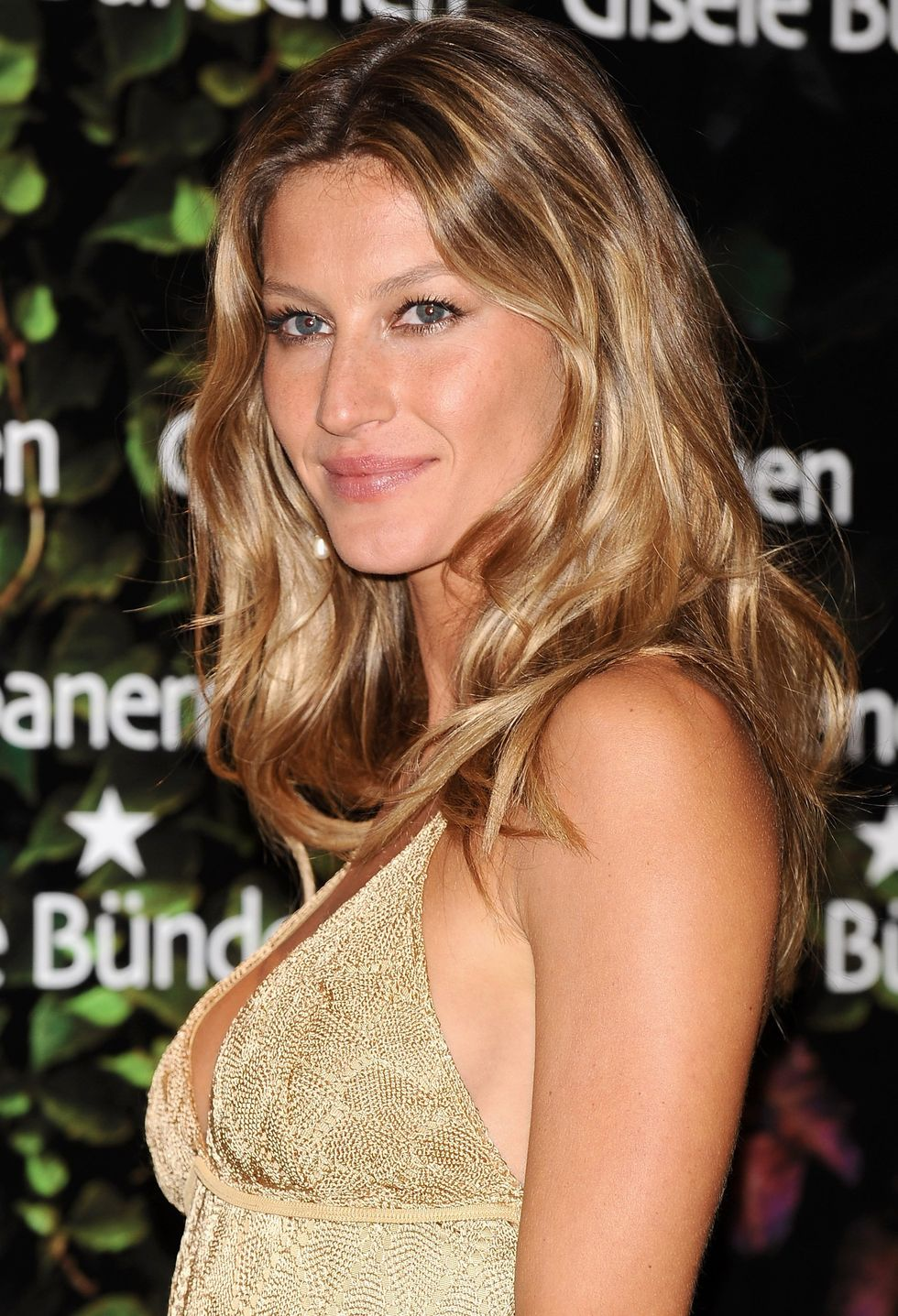 gisele-bundchen-presents-ipanema-gisele-bundchen-footwear-collection-01