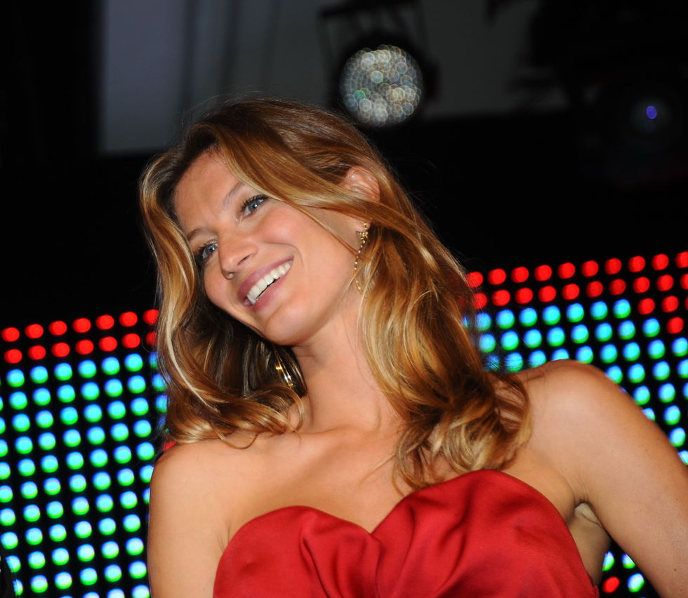 gisele-bundchen-sky-hdtv-launch-in-brazil-01