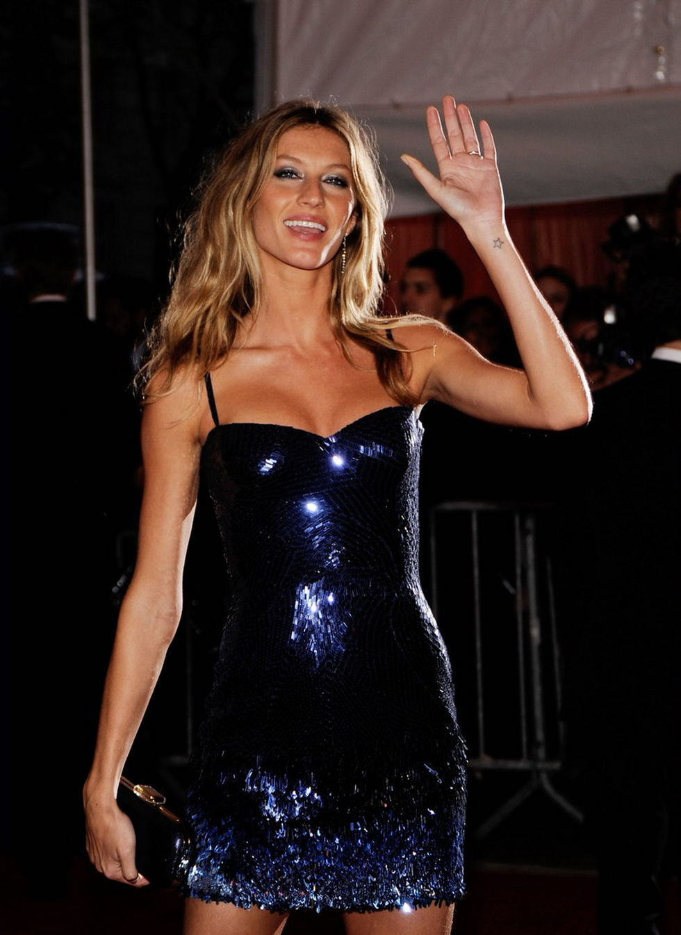 gisele-bundchen-the-model-as-muse-embodying-fashion-costume-institute-gala-01