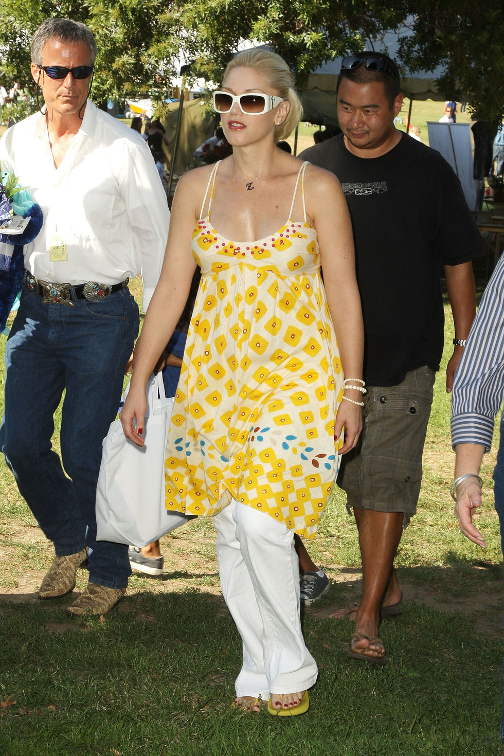 gwen-stefani-6th-annual-roots-and-shoots-day-of-peace-in-los-angeles-05