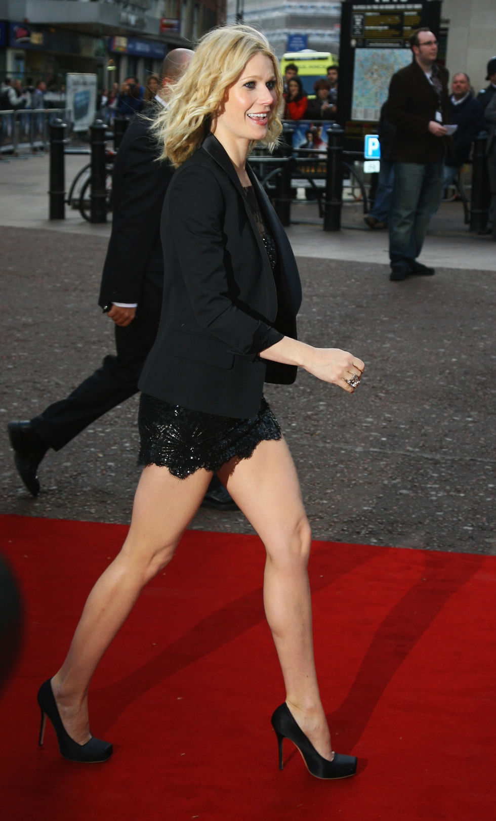gwyneth-paltrow-iron-man-uk-premiere-in-london-01