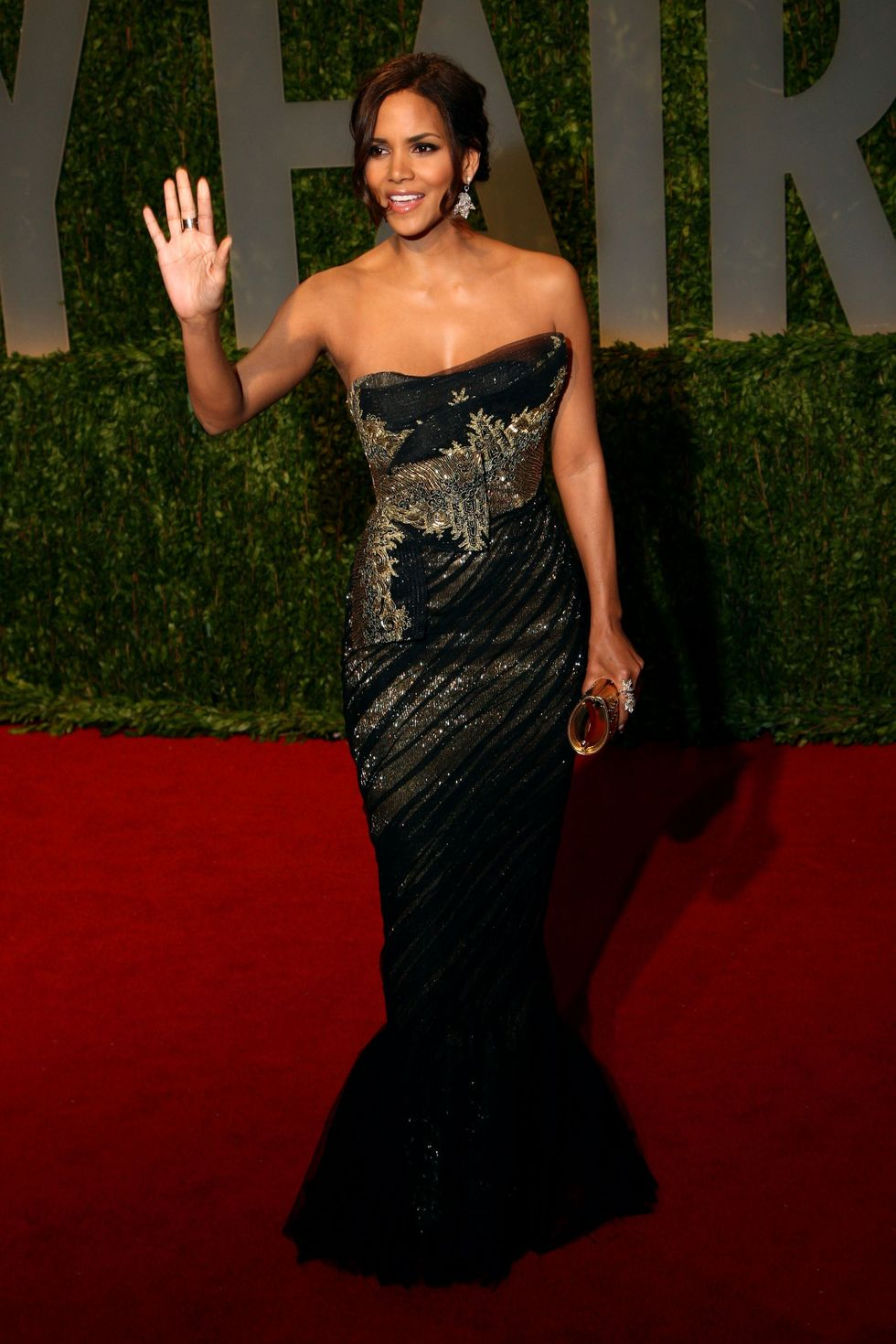 halle-berry-2009-vanity-fair-oscar-party-01