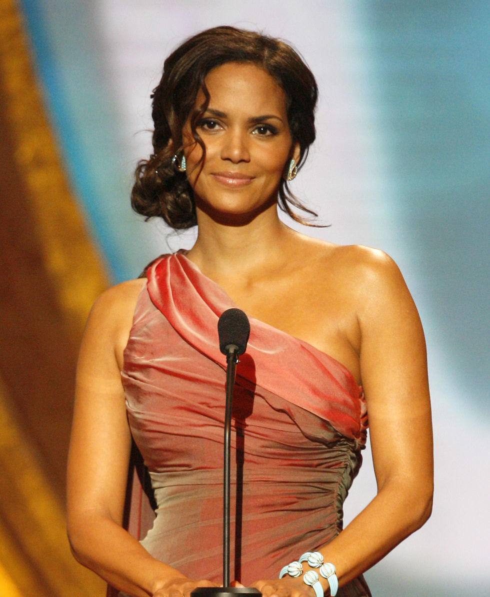 halle-berry-40th-naacp-image-awards-01