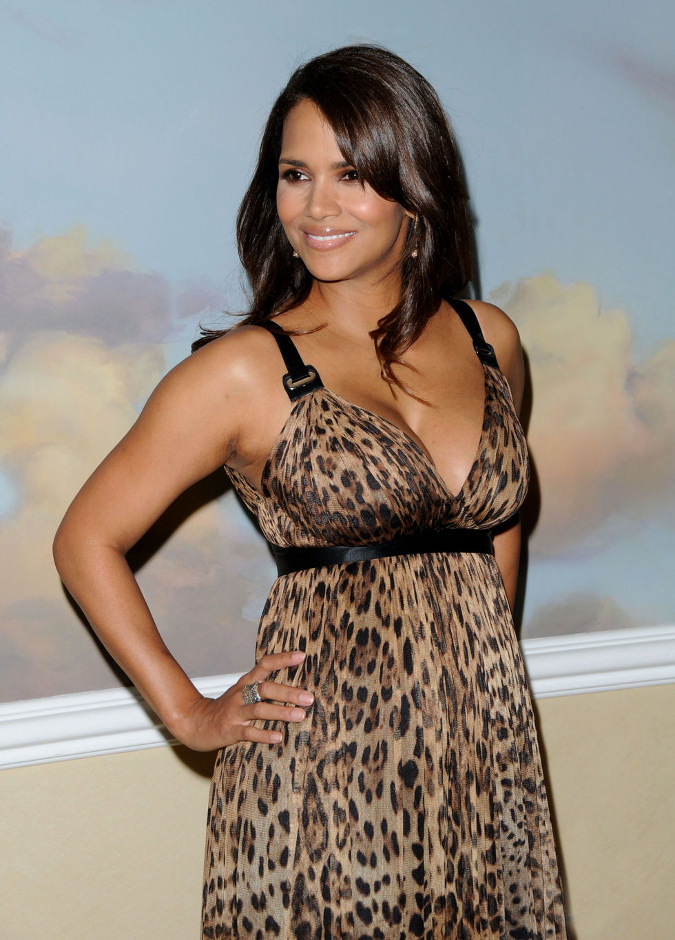 halle-berry-silver-rose-gala-in-beverly-hills-01