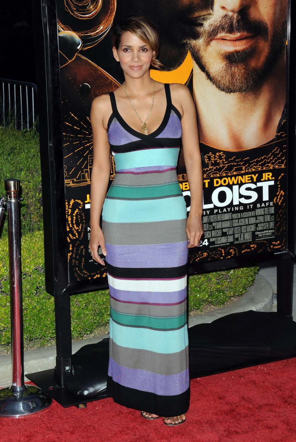 halle-berry-the-soloist-premiere-in-los-angeles-01