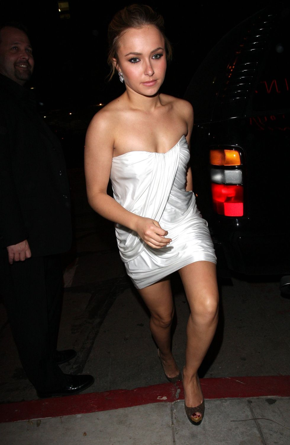 hayden-panettiere-at-guys-nightclub-in-hollywood-01