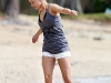 hayden-panettiere-candids-at-the-beach-in-hawaii-03