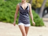 hayden-panettiere-candids-at-the-beach-in-hawaii-05