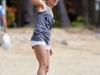 hayden-panettiere-candids-at-the-beach-in-hawaii-07