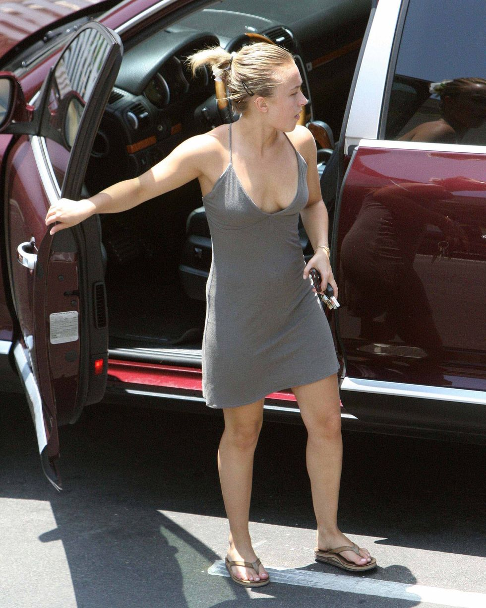 hayden-panettiere-cleavage-candids-in-los-angeles-3-01