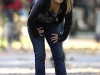 hayden-panettiere-cleavage-candids-on-heroes-set-04