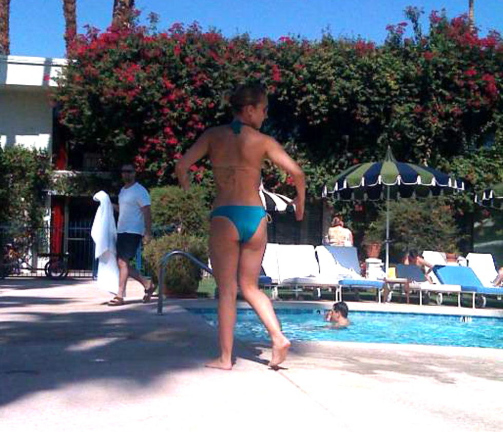 hayden-panettiere-in-bikini-at-the-pool-in-palm-springs-lq-01