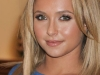 hayden-panettiere-launches-her-new-fashion-clutch-bag-by-dooney-bourke-in-las-vegas-06