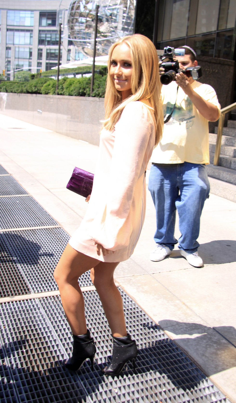 hayden-panettiere-leggy-candids-at-mtv-studios-in-new-york-01