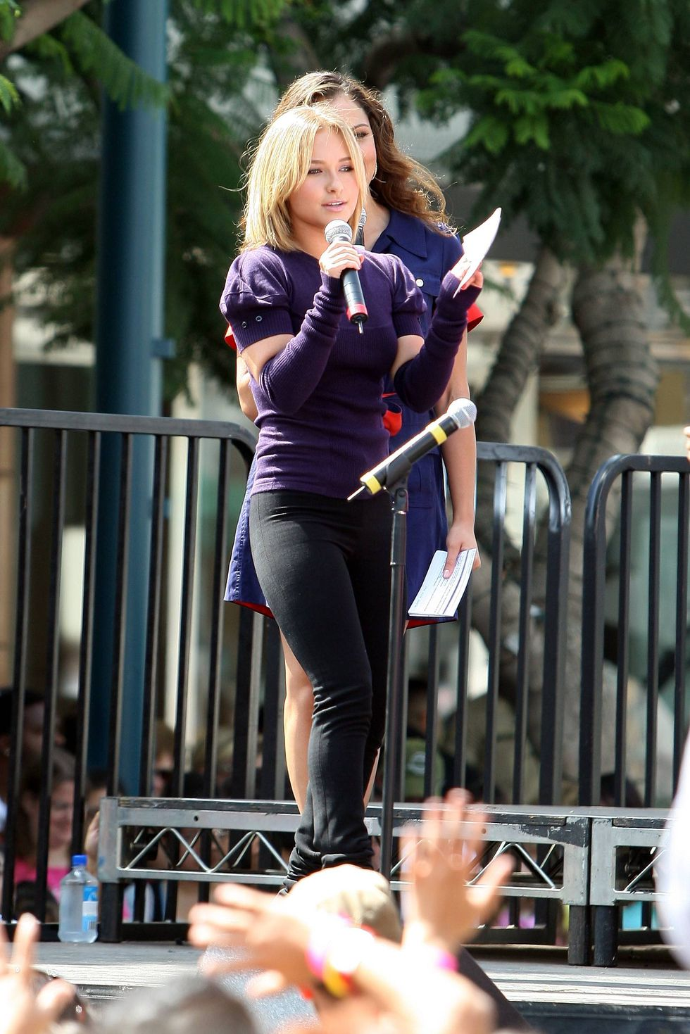 hayden-panettiere-neutrogena-fresh-faces-concert-in-santa-monica-01
