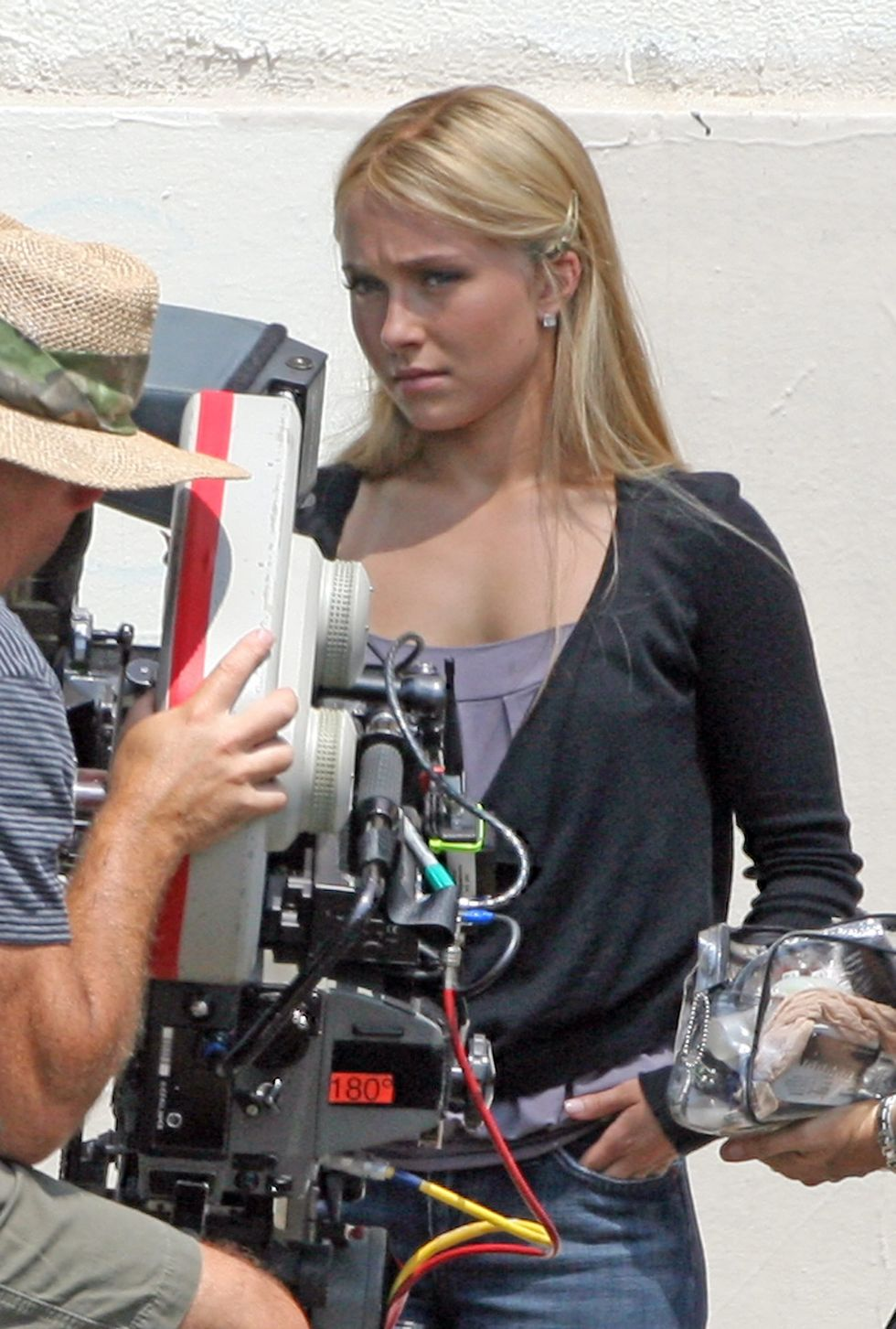 hayden-panettiere-on-the-set-of-heroes-in-los-angeles-2-01