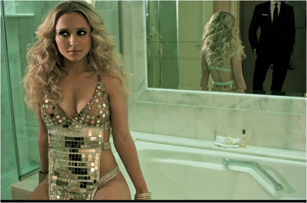 hayden-panettiere-room-23-photoshoot-lq-01