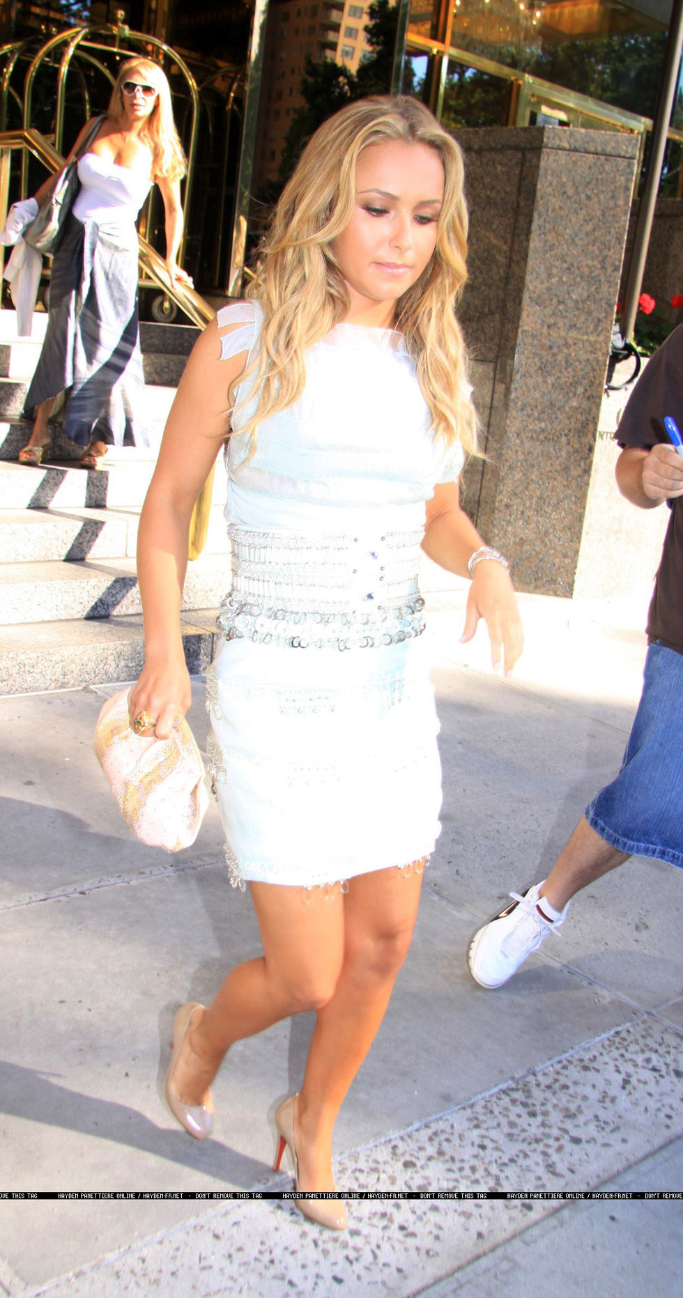 hayden-panettiere-visits-regis-and-kelly-show-01