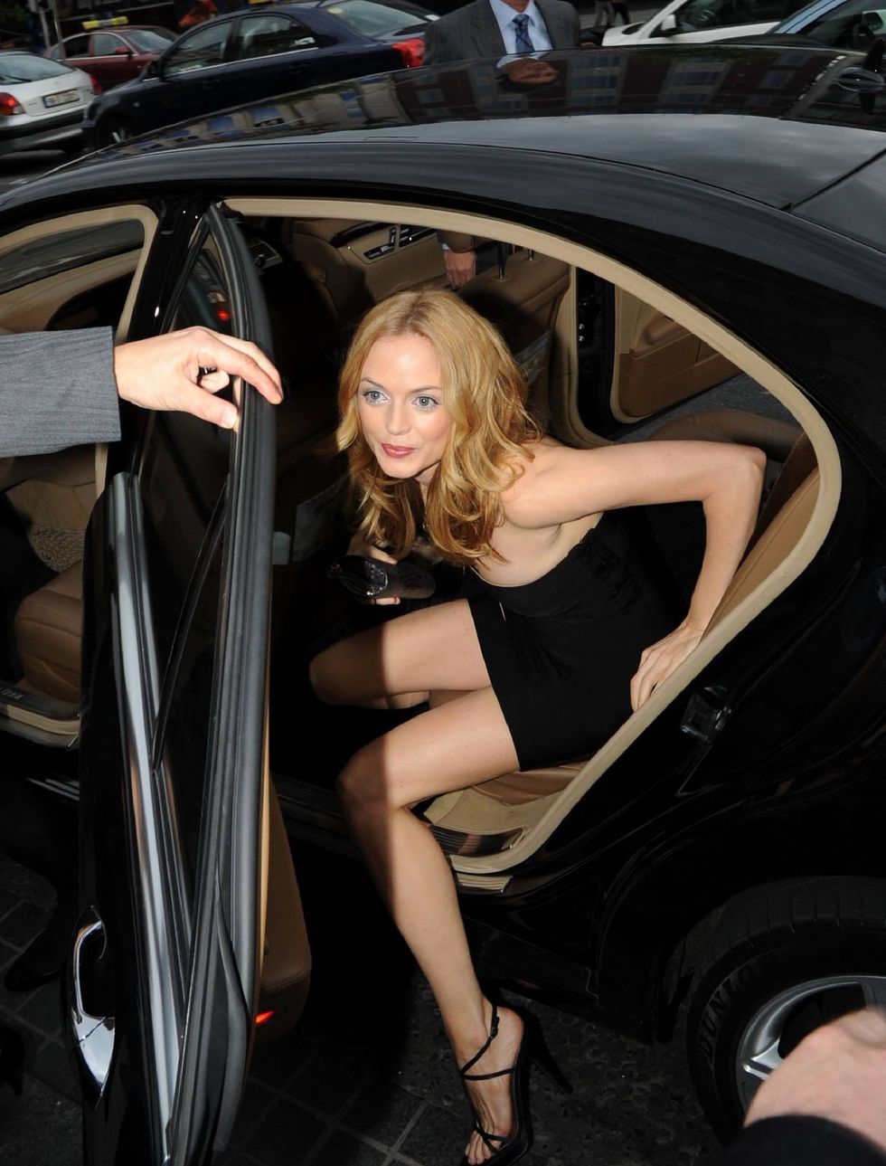 heather-graham-the-hangover-premiere-in-dublin-01