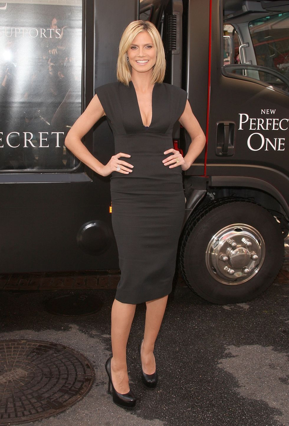 heidi-klum-the-perfect-one-bra-unveiling-in-los-angeles-09
