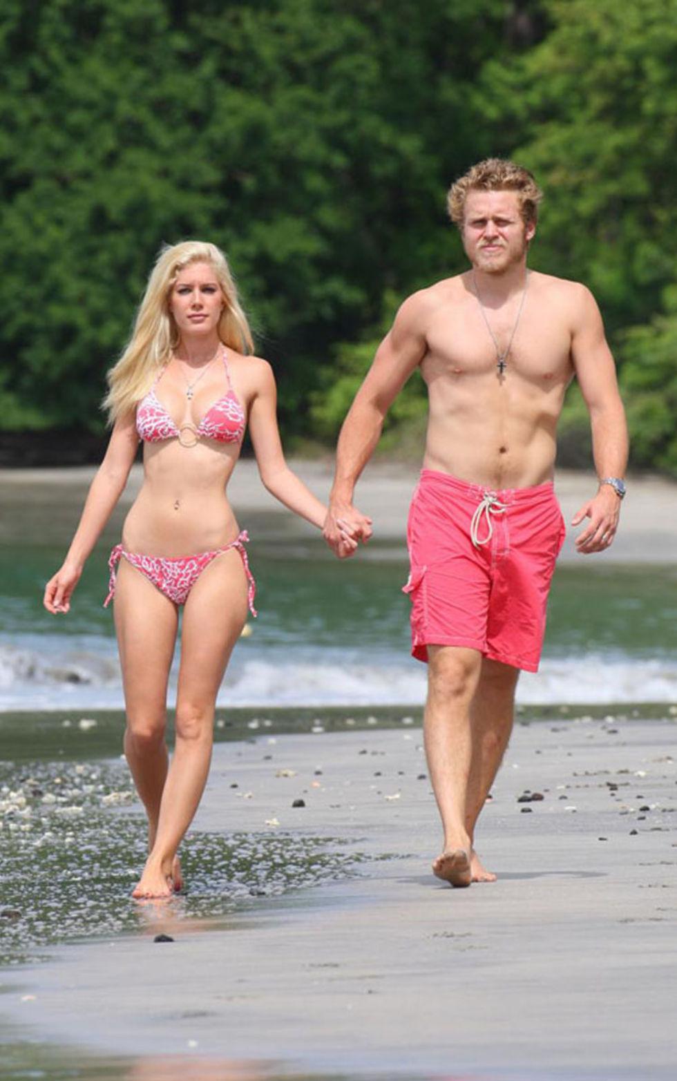 heidi-montag-bikini-candids-at-the-beach-in-costa-rica-mq-01
