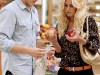heidi-montag-leggy-candids-in-grocery-shop-03
