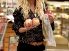 heidi-montag-leggy-candids-in-grocery-shop-06