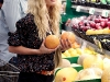 heidi-montag-leggy-candids-in-grocery-shop-14