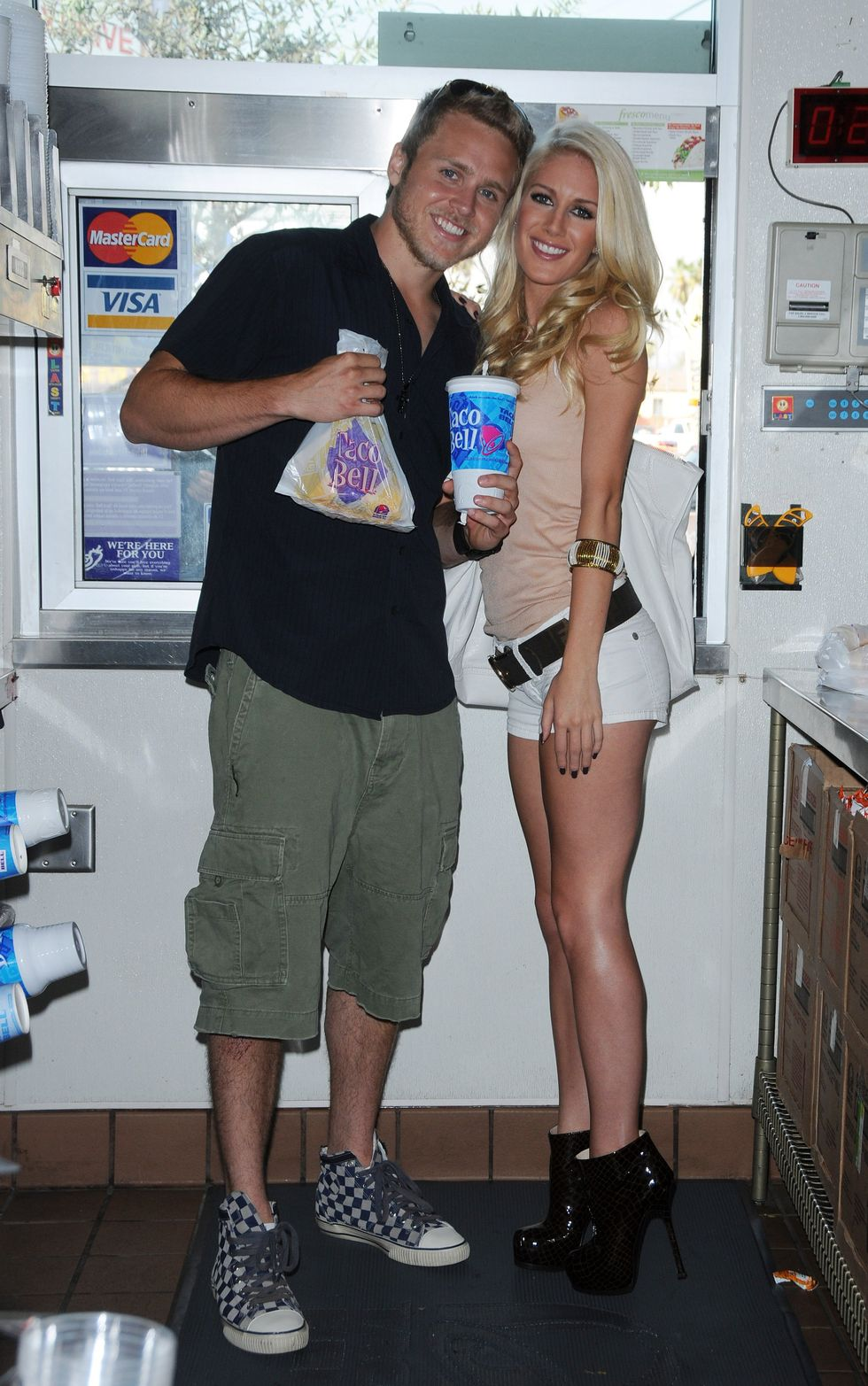 heidi-montag-raise-awareness-in-support-of-world-hunger-relief-01