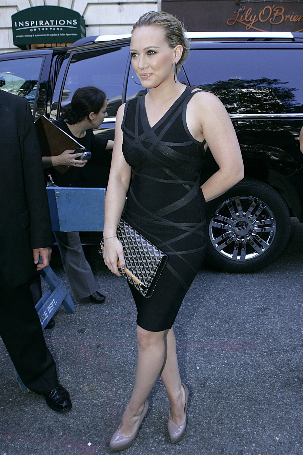 hilary-duff-at-fashion-week-spring-2010-in-new-york-01