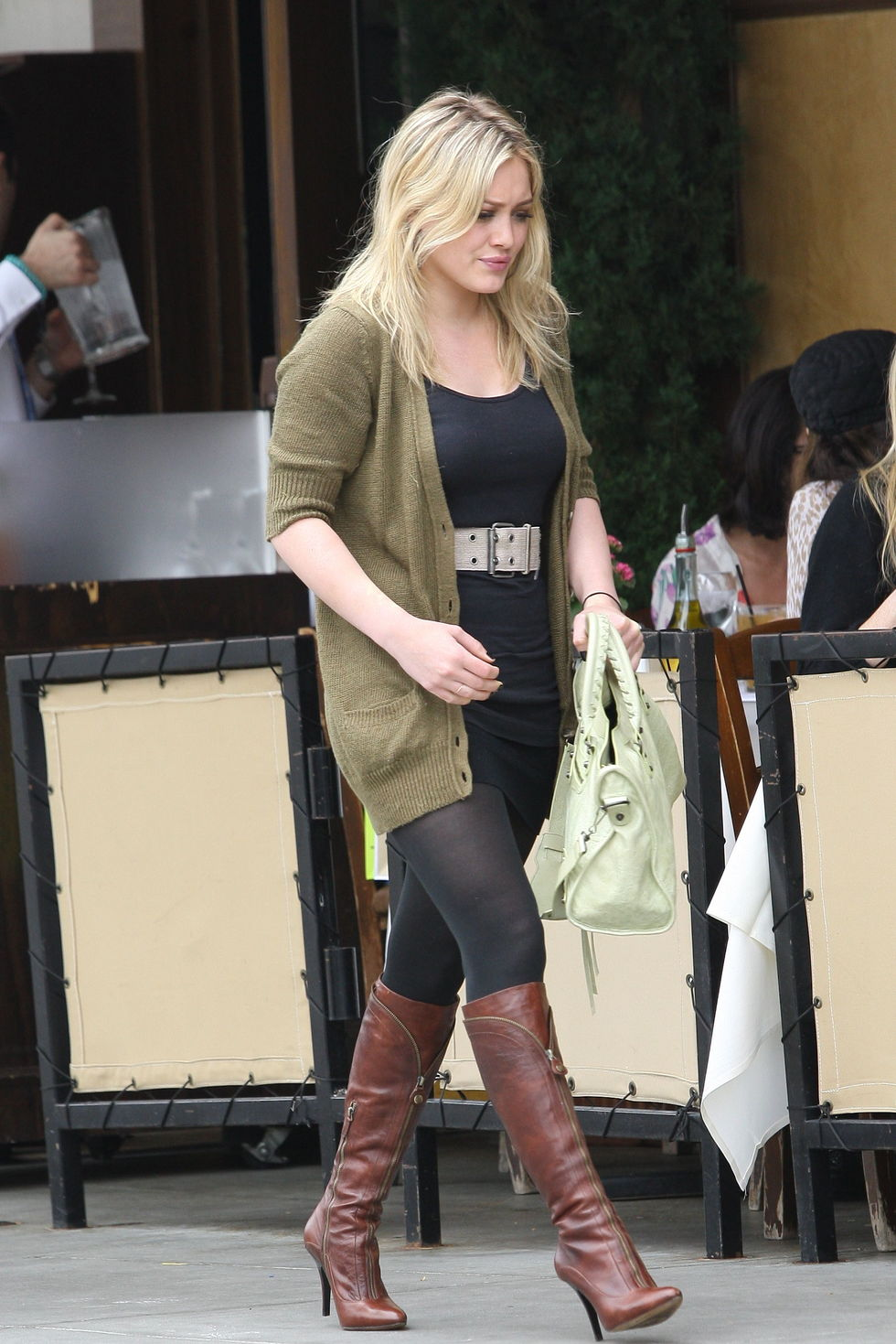 hilary-duff-candids-in-beverly-hills-3-01