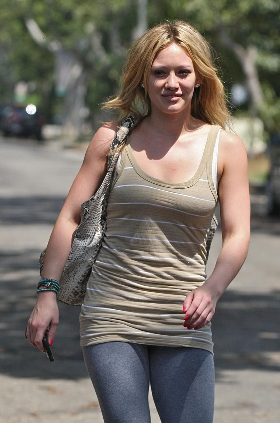 hilary-duff-candids-in-hollywood-2-01