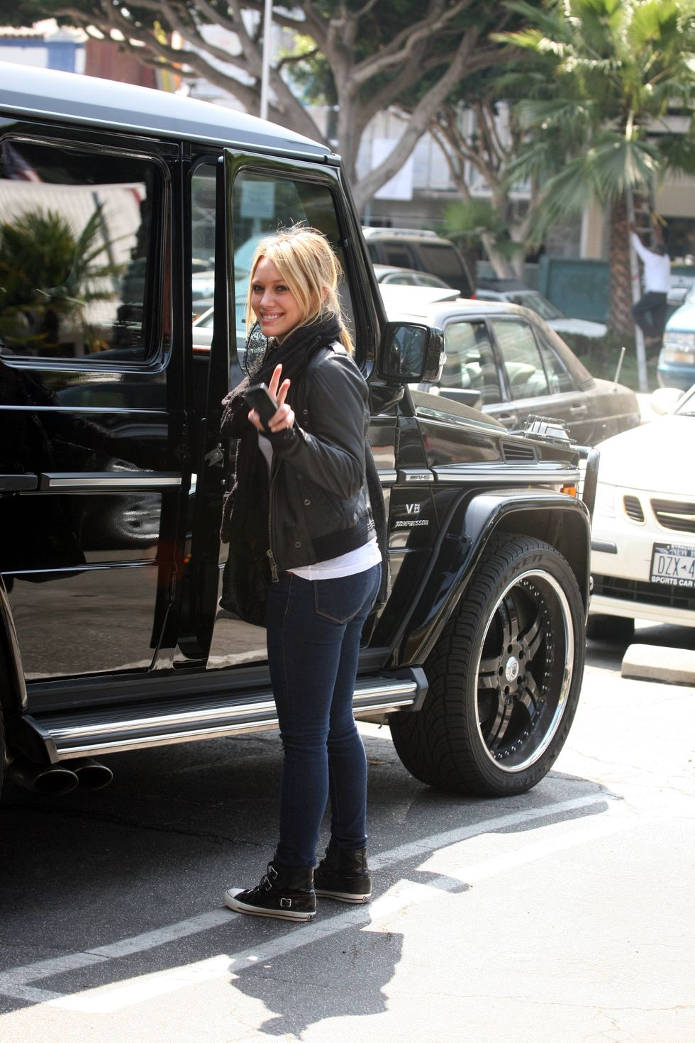 hilary-duff-candids-in-hollywood-3-01