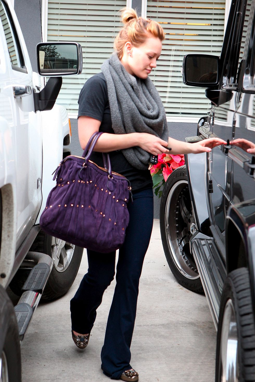 hilary-duff-candids-in-toluca-lake-01