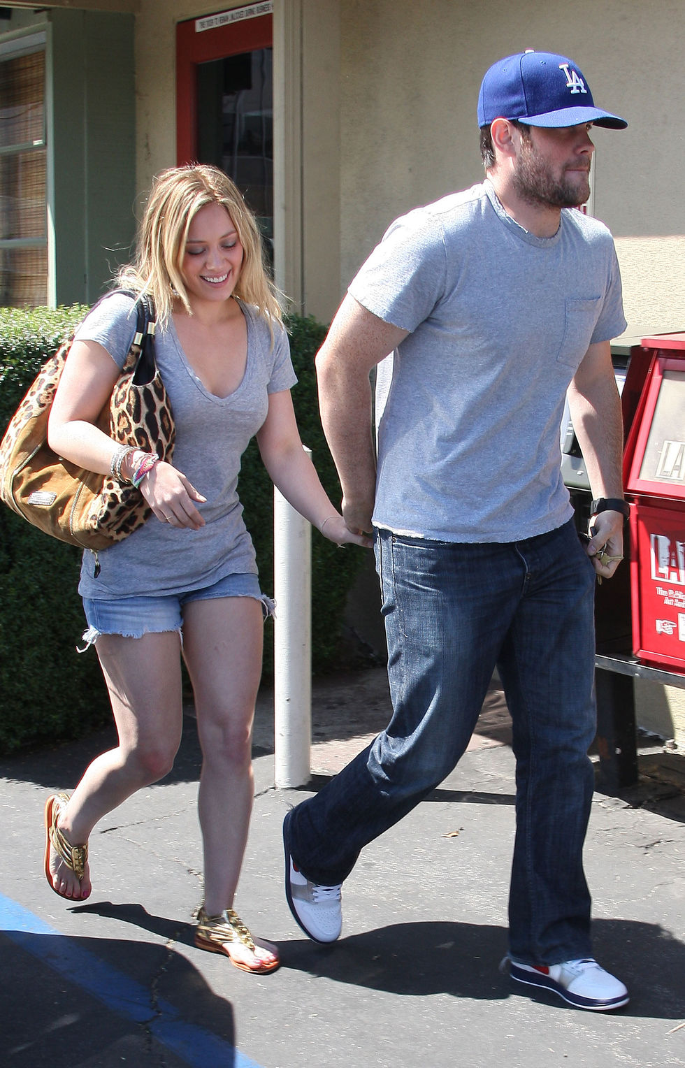 hilary-duff-cleavage-candids-at-hugo-restaurant-in-hollywood-01