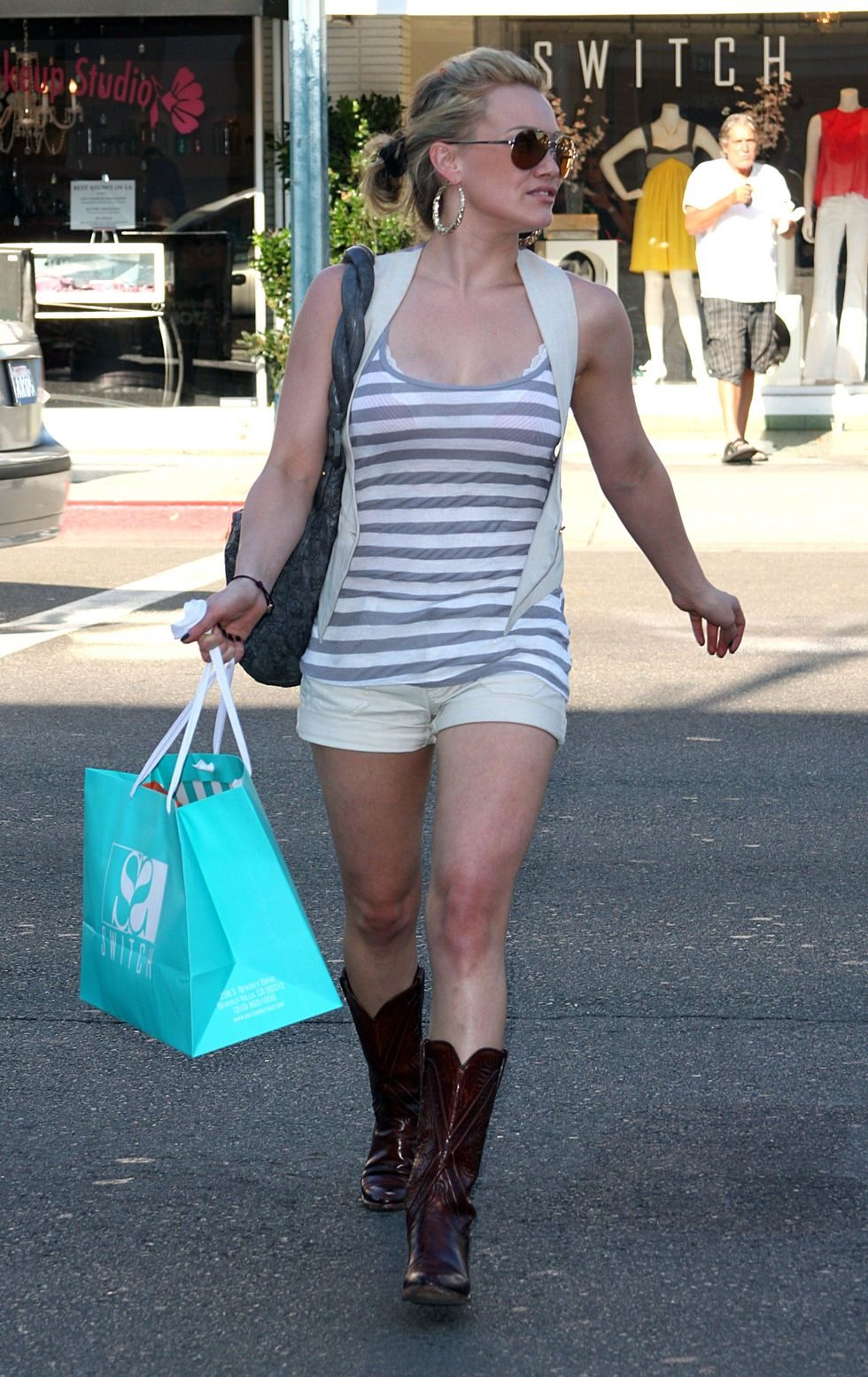 hilary-duff-cleavage-candids-in-beverly-hills-01