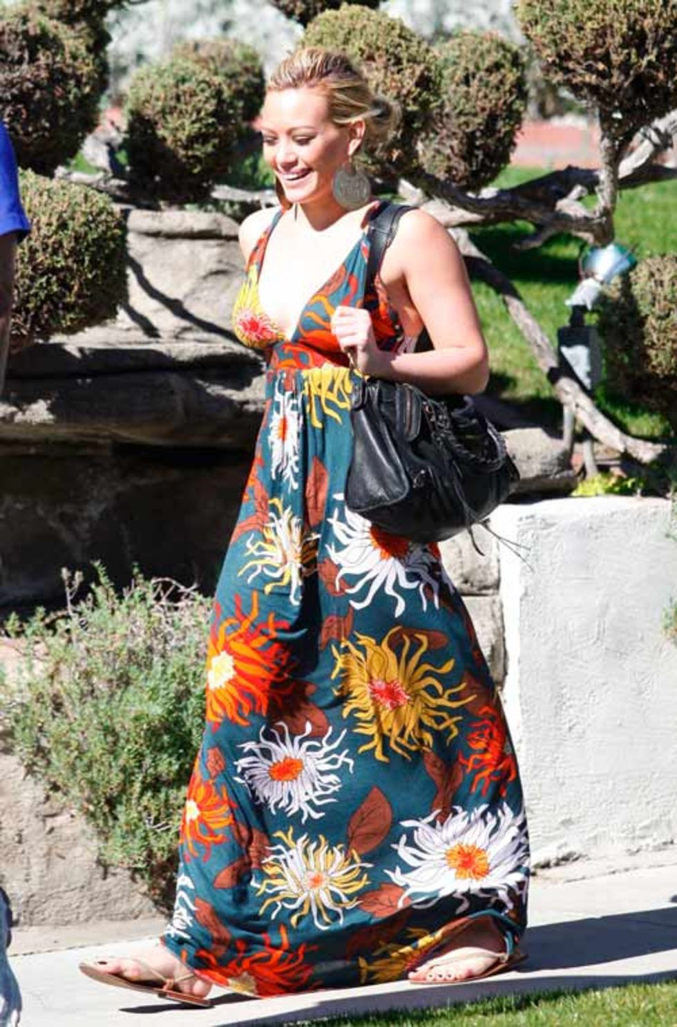 hilary-duff-cleavage-candids-in-toluca-lake-mq-01