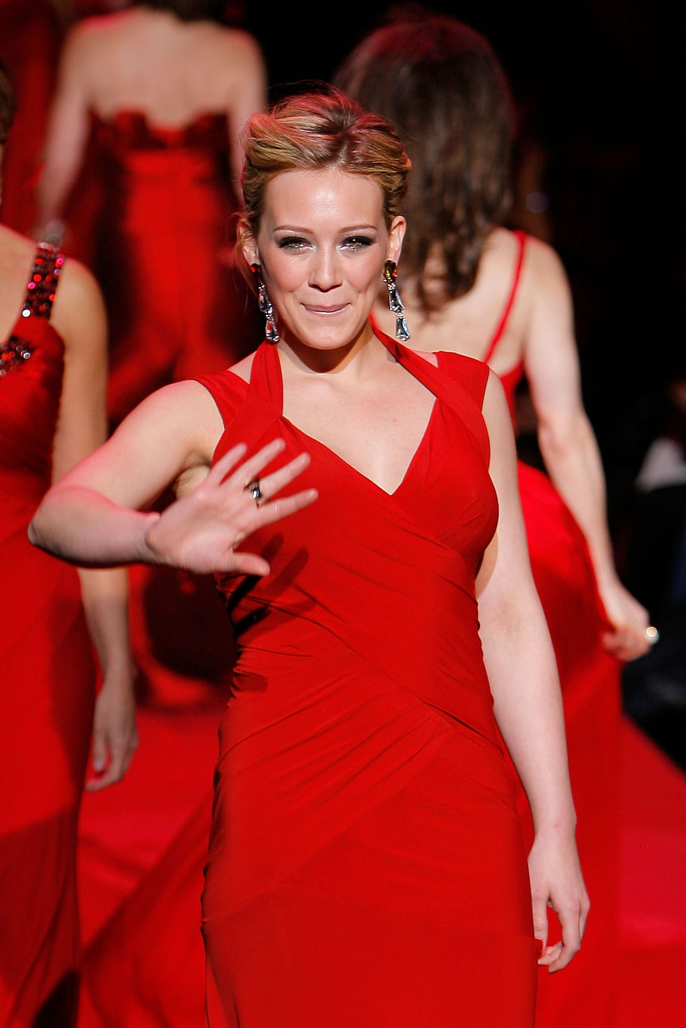 hilary-duff-heart-truth-red-dress-collection-2009-fashion-show-01