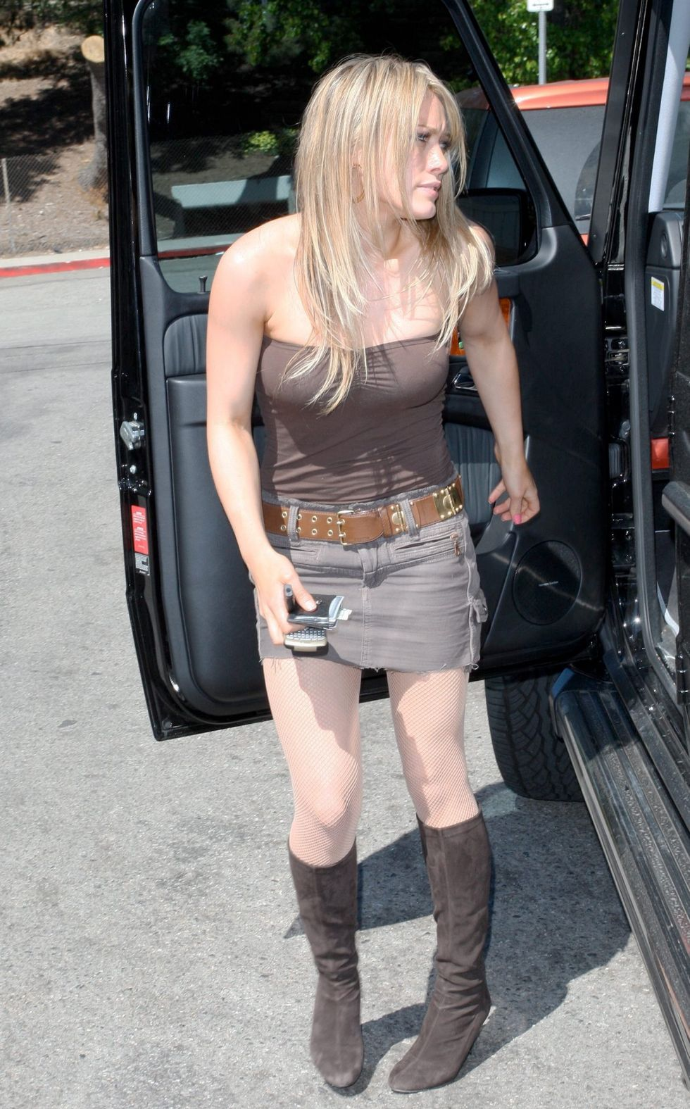 hilary-duff-leggy-candids-at-katsuya-in-los-angeles-01