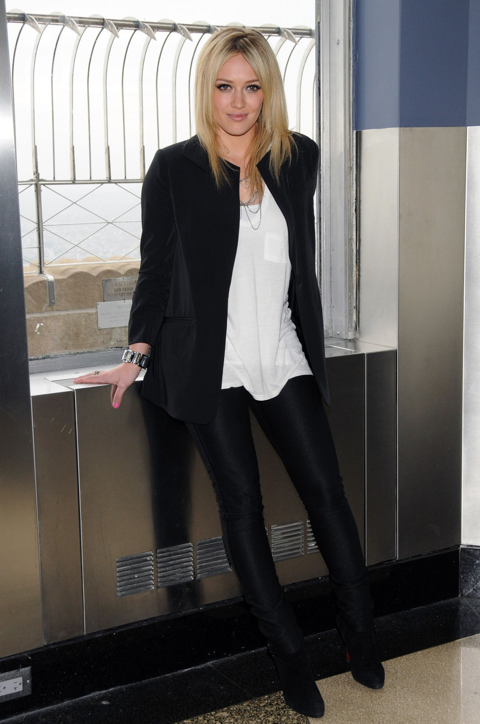 hilary-duff-lights-up-the-empire-state-building-in-new-york-01