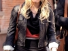 hilary-duff-on-the-gossip-girl-set-in-new-york-15