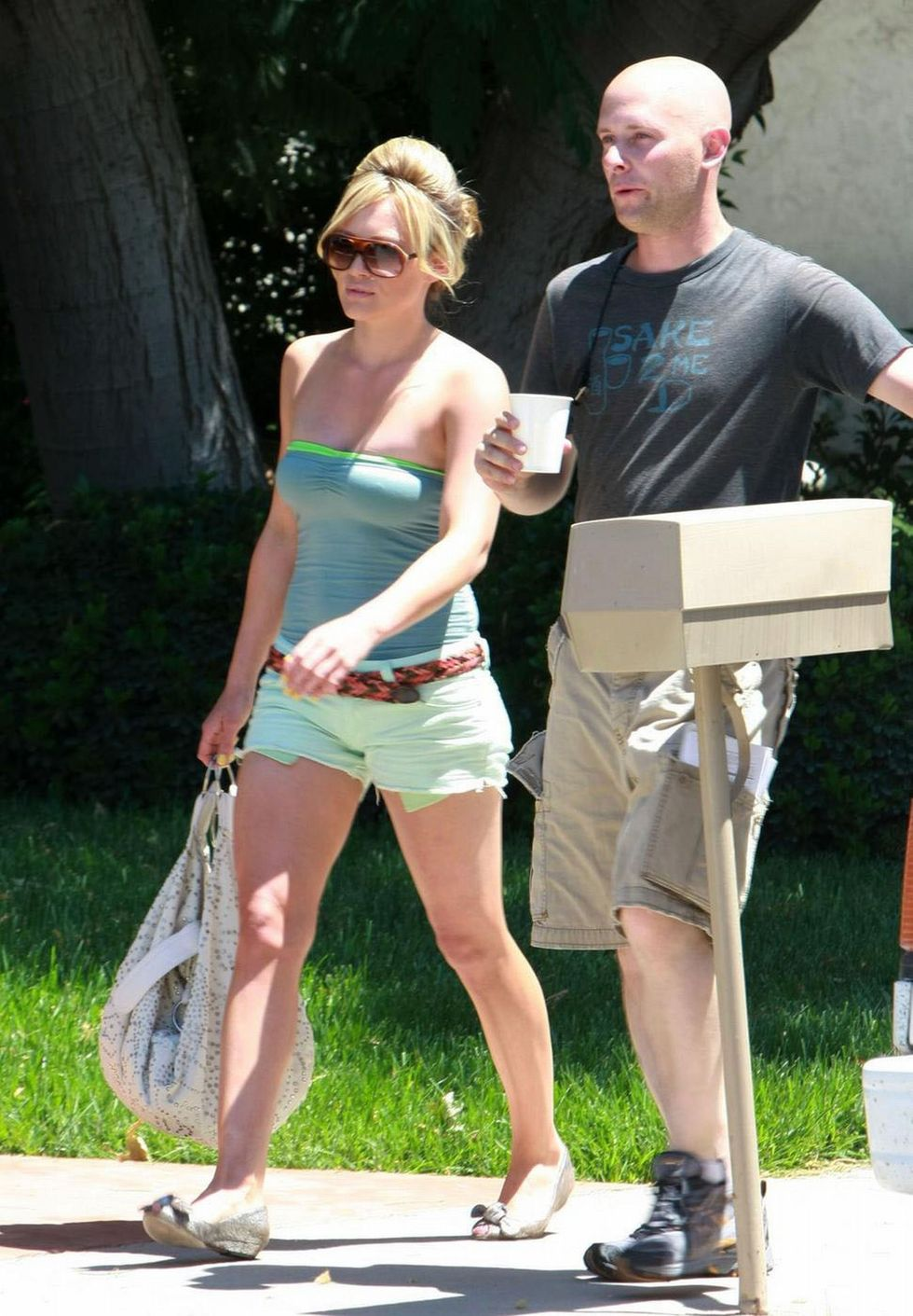 hilary-duff-ot-the-set-of-stay-cool-movie-01