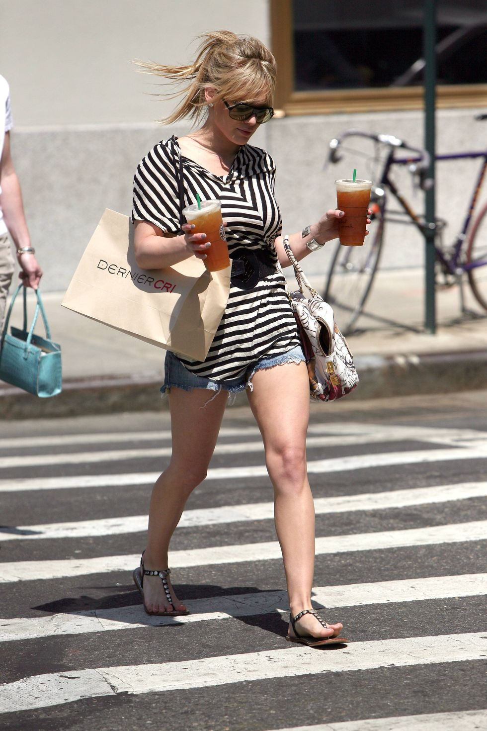 hilary-duff-shopping-at-barneys-in-new-york-city-01